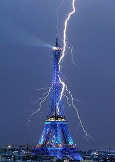 Eiffel Tower....awesome pic