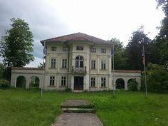Protest în Breaza împotriva demolării castelului Brâncoveanu Romania, Mansions, House Styles, Home Decor, Decoration Home, Room Decor, Villas, Interior Design, Home Interiors