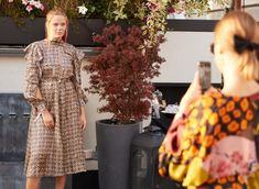 Throwback to the #iphoriafam Event in August when Pia Riegel was visiting us at this beautiful and flowery rooftop of HOTEL ZOO BERLIN. A perfect place for taking photos to put in scene your lovely outfit as you can see Pia's dress matching to this flowery surrounding. Fotograf: Sebastian Reuter (getty images) #iphoria #location #beautiful #photos #dresses #flowery #snapshot #hotelzoo #berlin #girlboss #moments #inspiration #femaleempowerment #summer #throwback