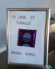 in caso di miracolo rompere il vetro