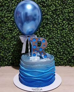 "Por: Caroline Elciene on Instagram: ""Ballon Cake para homens ! 💙 . #doçurasdacarol #confeitariaartesanal #confeitariaartistica #confeitariacomamor #confeitandocomamor…"" 40th Birthday Cakes For Men, Birthday Cake Kids Boys, Blue Birthday Cakes, Beautiful Birthday Cakes, Birthday Cake Toppers, Bolo Fack, Cake Design For Men, Beautiful Cake Designs, Balloon Cake"