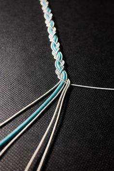 Macrame Jewelry, Wire Jewelry, Jewelry Crafts, Jewellery, Crafty Craft, Crafty Projects, Thread Bracelets, Jewelry Bracelets, Braid Patterns