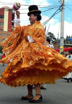 Cota Cota, La Paz, Bolivia Bolivia Food, Bolivia Travel, Peru Ecuador, Coloured Girls, Countries To Visit, Galapagos Islands, Folk Costume, Traditional Dresses, Lace Skirt