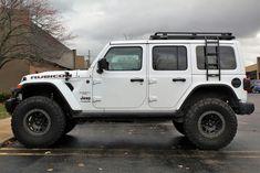 White Jeep Rubicon with black detailing White Jeep Wrangler, Jeep Wrangler Rubicon, Jeep Wrangler Unlimited, Jeep Wranglers, Bugatti, Lamborghini, Ferrari, Jeep Wrangler Accessories, Jeep Accessories