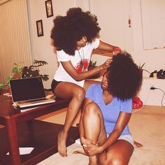 youngblackandvegan: yagazieemezi: I'm going to need more than my fingers for my friend's hair. perfection