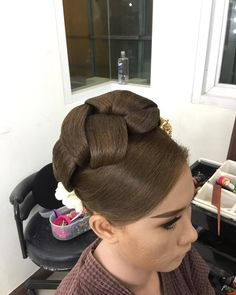 Panu Pongpamorn (@tum_tum1122) • Instagram photos and videos Sleek Hairstyles, Permed Hairstyles, Pretty Hairstyles, Wedding Hairstyles, Updo Styles, Long Hair Styles, Big Updo, Classy Updo, Retro Updo