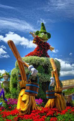 Welcome to the Epcot Festival - by Allen Castillo Disney Toms, Disney Art, Walt Disney, Disney Magic, Topiary Garden, Garden Art, Beautiful Gardens, Beautiful Flowers, Disney Garden