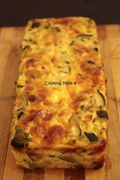 I had like a zucchini envy 🙂 but I did not just want to pan them so I propose this pretty flan. Ingredients: – 2 zucchini – 2 eggs – 10 cl of skimmed milk – 10 cl of light cream – 50 g of grated Gruyère – chives … Source Tart Recipes, Lunch Recipes, Healthy Dinner Recipes, Vegetable Soup Healthy, Healthy Chicken Recipes, Easy Vegetarian Lunch, Vegetarian Recipes, Mushroom Zucchini Recipe, Asian Snacks