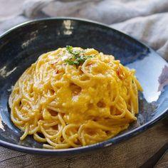 「ぺぺたま」のレシピと作り方を動画でご紹介します。巷で話題のあの味を再現!ペペロンチーノ+卵のありそうでなかった新生パスタです。にんにくとオリーブオイルを纏ったとろとろの卵が最高のソースに♪一度食べたらやみつき間違いなしのひと品ですよ。