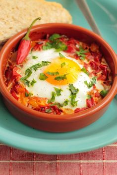 Easy 5 Ingredient Weight Watchers Italian Baked Eggs Recipe with Marinara Sauce, Basil, Red Pepper Flakes, and Parmesan Cheese 5 WW Freestyle Points and 7 Smart Points Petit Déjeuner Weight Watcher, Plats Weight Watchers, Weight Watchers Breakfast, Weight Watchers Meals, Italian Baked Eggs Recipe, Italian Eggs, Mediterranean Breakfast, Mediterranean Recipes, Healthy Breakfast Recipes
