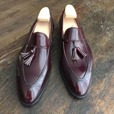 Freccia Bestetti: Tussel loafer in MTO line, for a French customer. Hot Shoes, Men's Shoes, Shoe Boots, Dress Shoes, Shoes Men, Official Shoes, Derby, Gentleman Shoes, Tassel Loafers