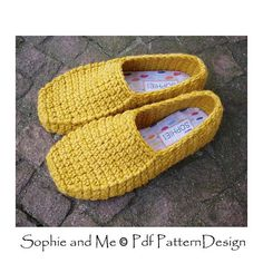 **WINTER LOAFERS - CROCHET PATTERN** THIS IS A CROCHET-PATTERN, NOT A FINISHED PRODUCT! Chunky, warm and cozy loafers, worked toe/up, in one piece. Slightly over-sized to room socks and/or insoles. The stitch used is Extended sc (Esc). Easy, neat and fast, with a nice texture.