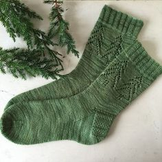 'Evergreen Socks' by Madeline Gannon Great in green - or any colour! The 'Evergreen Socks' have been on the radar since a wave of casting on of this pattern on Christmas Eve in a knit-along. The perfect mix of simple detailing and fes. Crochet Socks, Knit Or Crochet, Knitting Socks, Hand Knitting, Knit Socks, Knitted Slippers, Knitting Machine, Vintage Knitting, Crochet Granny