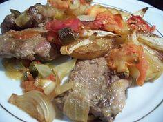 Malzemeler: * 8 adet kuzu pirzola * 2 tane halka doğranmış patates * 2 tane domates * 1 tane doğranmış kırmızı biber * 1 tan...