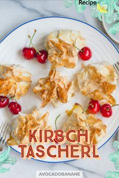 Lecker süße Kirschtascherl, herzig anzusehen, perfekt an sommerlichen Kaffeenachmittage. #cherries #cherry #kirschen #kirschkuchen
