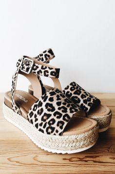 Platform Sandals Slip On Flat Platform Sandals For Women shoesorganizer shoesph PlatformSandals 157133474486405165 Crazy Shoes, New Shoes, Women's Shoes, Flat Shoes, Wedge Shoes, Oxford Shoes, Shoes Sneakers, Cute Shoes, Me Too Shoes