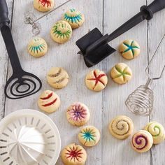 Cute cookie design inspiration is just a Tool Turn-About spin away. Give cookies a fun ornamental finish by imprinting them with your favorite Pampered Chef® tool. What a great way to get the kids involved in holiday baking! Holiday Cookies, Holiday Treats, Holiday Recipes, Pampered Chef Party, Pampered Chef Recipes, Holiday Baking, Christmas Baking, Christmas Fun, Yummy Treats