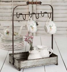Vintage Farmhouse Style Tabletop Mug Rack with Tray in a rustic galvanized metal finish and wood handle. Place this Mug Rack on your kitchen counter or table to display your favorite mugs. Comedor Shabby Chic, Cocina Shabby Chic, Shabby Chic Kitchen, Shabby Chic Homes, Shabby Chic Decor, Rustic Decor, Antique Kitchen Decor, Rustic Charm, Rustic Tabletop