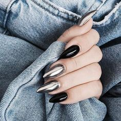 Silver Chrome nails have become more and more popular in recent years. Silver Chrome nails are the latest technology used by all fashionable women. They use some silver and metal nails to make them look like silver. Have you tried silver chrome na New Year's Nails, Hair And Nails, Nails 2016, Gorgeous Nails, Pretty Nails, Acrylic Nail Designs, Nail Art Designs, Acrylic Nails, Matte Nails