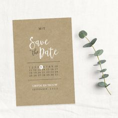 Save the Date  kaart zelf maken op kraft met een kalender voor jullie trouwdatum Save The Date, Dates, Dream Wedding, Place Cards, Place Card Holders, Wedding Ideas, Mariage, Interiors, Cylinder Vase