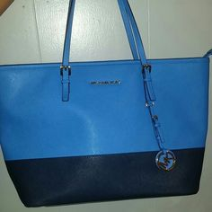 AUTHENTIC Michael Kors Purse In GREAT CONDITION!! Blue and navy Never used! Michael Kors Bags Shoulder Bags