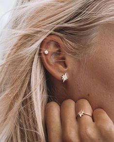 Thinking of getting your next ear piercing? Here are 16 (compelling) reasons why it should definitely be a helix ear piercing. Thinking of getting your next ear piercing? Here are 16 (compelling) reasons why it should definitely be a helix ear piercing. Helix Piercings, Piercing Face, Cute Ear Piercings, Ear Piercings Cartilage, Multiple Ear Piercings, Cartilage Earrings, Piercing Tattoo, Stud Earrings, Double Cartilage