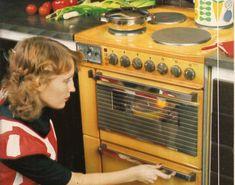 """""""Antique Gold on täysin uusi väri keittiön koneille. Nykyaikaisen keittiön rungon muodostavat kodinkoneet. Jos et halua kylmää ja laborat..."""