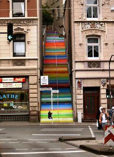 La Escalera del arco iris de colores de Wuppertal