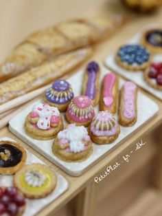 Hello folks 🙂 *gasp* … is that… pastry???Yes, after all this incredible amount of healthy foods and miniatures I *finally* finished the pâtisseries trays that were just waiting patiently to be taken care of!I brought a modern twist to the…