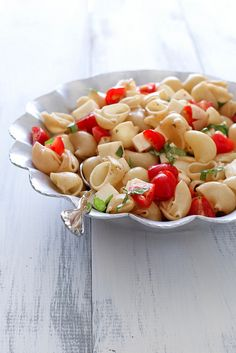 Caprese pasta salad- simple, fresh and the perfect summer pasta salad. Via Annie Eats