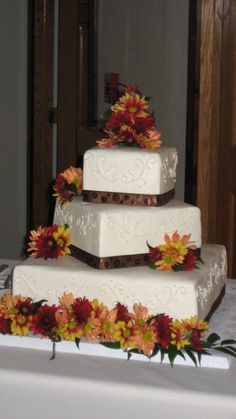 square wedding cakes with fall flowers fresh fall flower cascade square wedding cake triflescakes 20419