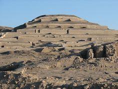 La Cultura Nazca fue una civilizacion precolombina que se desarrollo en la costa sur del actual pais de Perú. Los antecedentes más antiguos de Nazca, están en el siglo I d.c, en la fase final de la Cultura Paracas (Paracas Necropolis).