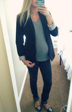 Pregnancy Outfit: Blazer + Skinny Pants