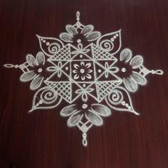Simple Rangoli Designs Images, Rangoli Designs Flower, Rangoli Border Designs, Colorful Rangoli Designs, Beautiful Rangoli Designs, Padi Kolam, Kolam Rangoli, Indian Rangoli, Easy Rangoli