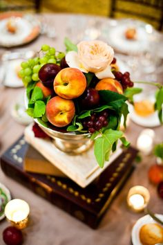 DIY Thanksgiving Table Decoration Ideas - 25 simple centerpieces to make Thanksgiving Fruit, Thanksgiving Wedding, Thanksgiving Decorations, Edible Centerpieces, Simple Centerpieces, Wedding Centerpieces, Wedding Decorations, Tons Clairs, Backsplash With Dark Cabinets