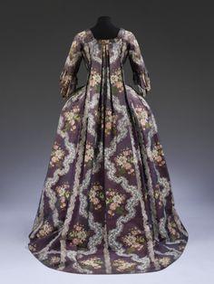 Robe à la Françise 1750-1770 The Victoria & Albert Museum