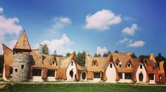 Castelul de lut Valea Zânelor, locul de poveste din Transilvania Romania, Canada, Mansions, Cob, House Styles, Home Decor, Geography, Decoration Home, Manor Houses