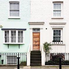 These #housesofldn . #prettycitylondon #theprettycities . .  @savagedesignco by prettycitylondon