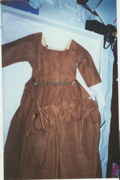 1809 Apron-Front Gown in the Collection of the Missouri Historical Society, click through for more photograph plus a graph pattern.