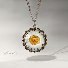 #niezchinzpasji  piękny medalion, a w nim rumianek, może w prezencie taki dostanę