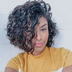 Parted Curly Bob Hairstyle Hair length is very important. If you have a curly hair type, we offer you the most beautiful curly bob hairstyles recommendations. Curly Hair Types, Short Curly Hair, Medium Curly, Long Hair, Lob Hairstyle, Curly Bob Hairstyles, Bob Haircuts, Pretty Hairstyles, Natural Hair Styles