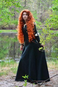 Una chica que hace vestidos de fantasia