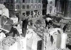 Foto storiche di Roma - Descrizione: Demolizioni a ridosso della Colonna Traiana