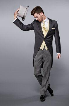 WILVORST COOL CLASSICs | www.wilvorst.de | #WILVORST #Classic #TuxedUp #Smoking #COOL #CoolClassic #groom #Gentlemen #BeClassy #Tuxedo #suit #SlimLine #Drop8 #Trend #echtemomente #wedtime #realmoments #Anzug  Im Haus der Braut, nur wenige Gehminuten vom Minto entfernt, finden Sie eine schöne Auswahl an geschmackvollen Anzügen.