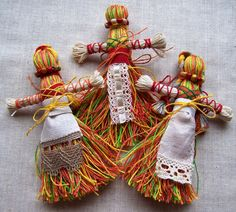 Мастер-класс «Кукла-мотанка» Киев 2015 Quilling Paper Craft, Paper Crafts, Magic Day, Yarn Dolls, Worry Dolls, Elsa, Crafty, Christmas Ornaments, Holiday Decor