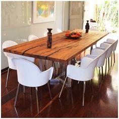 Mesa Boulle em madeira maciça e pés cromados: Sala de jantar translation missing: br.style.sala-de-jantar.moderno por Boulle