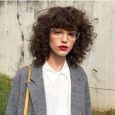 Do you like your wavy hair and do not change it for anything? But it's not always easy to put your curls in value … Need some hairstyle ideas to magnify your wavy hair? Curly Hair With Bangs, Short Curly Hair, Hairstyles With Bangs, Wavy Hair, New Hair, Curly Hair Styles, Natural Hair Styles, Hairstyle Ideas, Braided Hairstyles