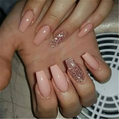peachy nails with rose gold glitter nail art unghie color pesca con nail art glitter oro rosa Best Acrylic Nails, Acrylic Nail Designs, Cute Nails, Pretty Nails, Gorgeous Nails, Hello Gorgeous, Perfect Nails, Rose Gold Nails, Nail Pink