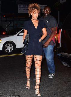 - Rihanna arriving to Travis Scott's concert in New York. Rihanna Daily, Mode Rihanna, Rihanna Style, Rihanna Fenty, Rihanna Casual, Black Strappy Heels, Sexy Sandals, Black High Heels, Travis Scott Concert
