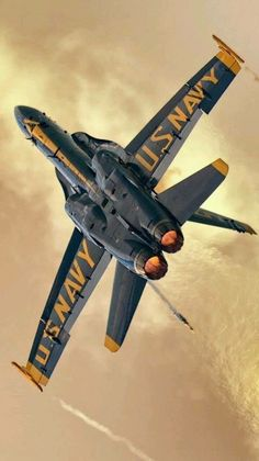 Welcome to the Aircraft Encyclopedia! Where there is nothing more than aircraft and other military related machines! The occassional nonesense happens as well, but mostly military! Airplane Fighter, Fighter Aircraft, Fighter Jets, Military Jets, Military Aircraft, Jet Privé, Us Navy Blue Angels, Photo Avion, Civil Air Patrol